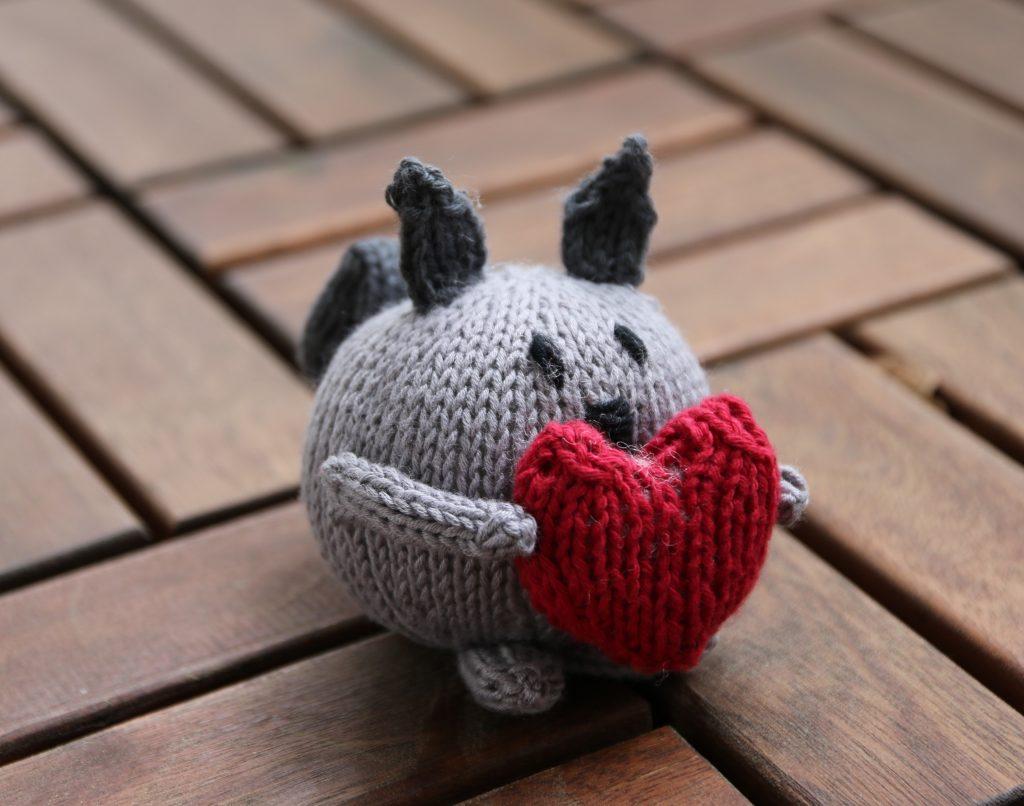 Sally squirrel knitting pattern