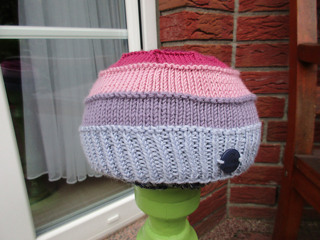 Pointy popom hat knitting pattern