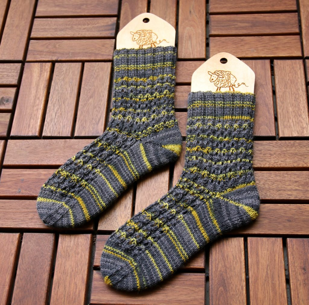 Hot Waffles Socks knitting pattern – Mumpitz Design