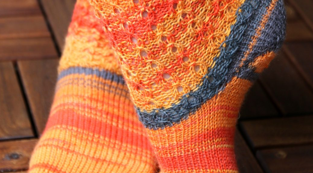 Hot Waffles Socks FREE knitting pattern