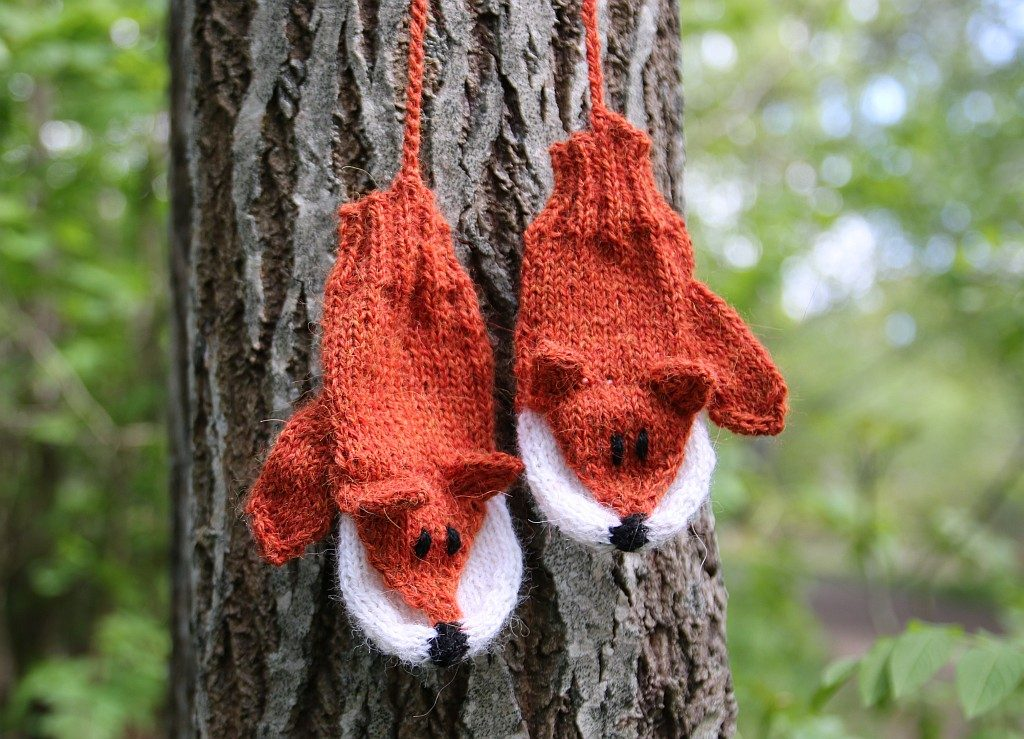 Foxy mittens knitting pattern for kids and adults