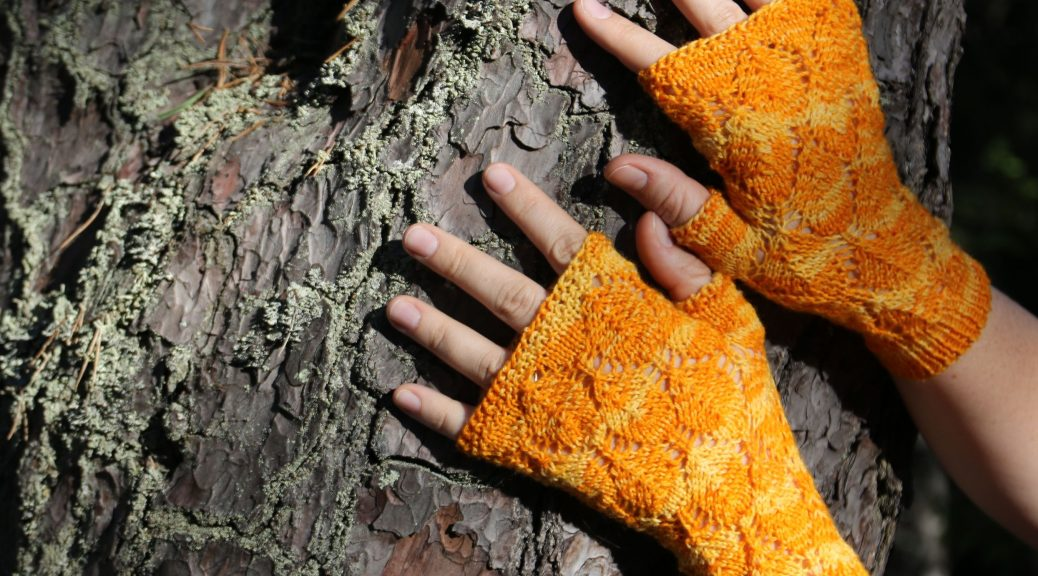 Fall in Love fingerless mittens knitting pattern