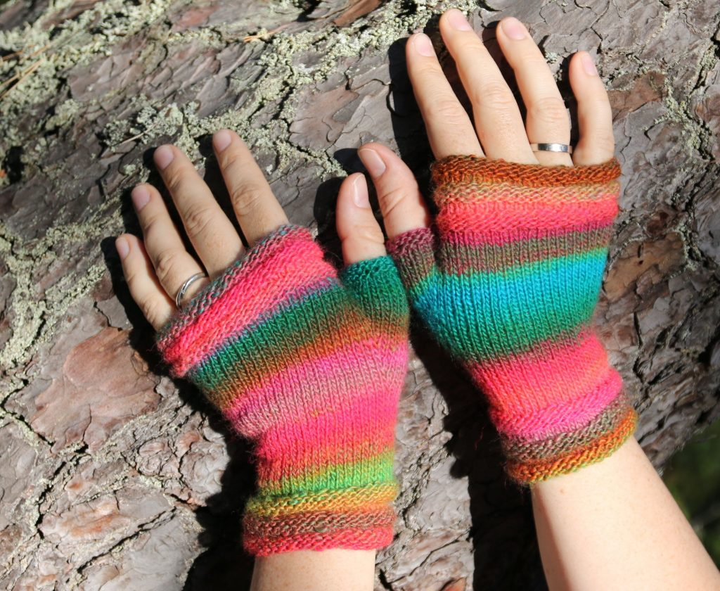 Coziness fingerless mittens knitting pattern