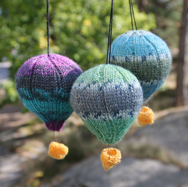 hot air balloons mobile knitting pattern