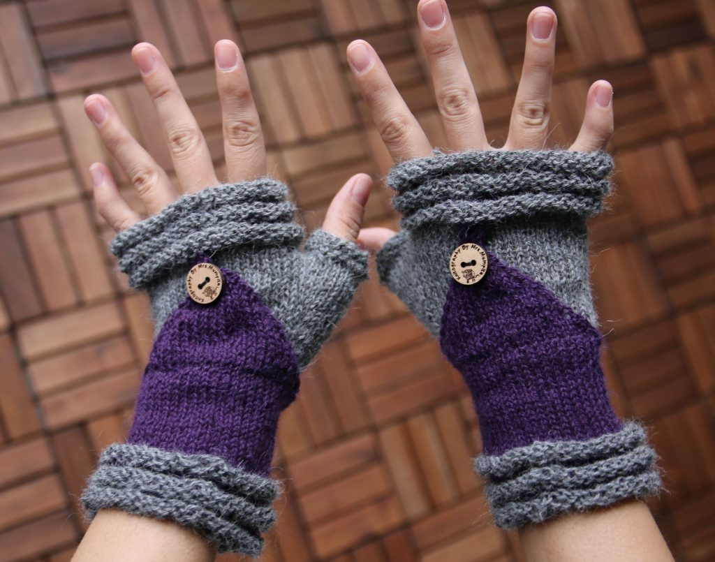 Follow me mittens knitting pattern