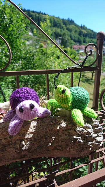 Mini turtle knitting pattern