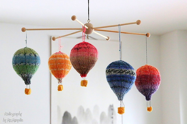 hot air balloons mobile knitting pattern by Mumpitz Design