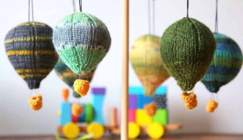 hot air balloons mobile knitting pattern by Mumpitz Design