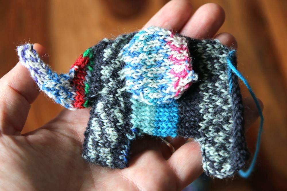 Mumpitz Design Scrappyphant knitting pattern