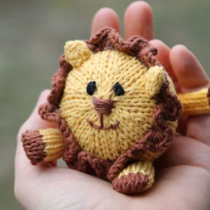 Liam the Lion knitting pattern