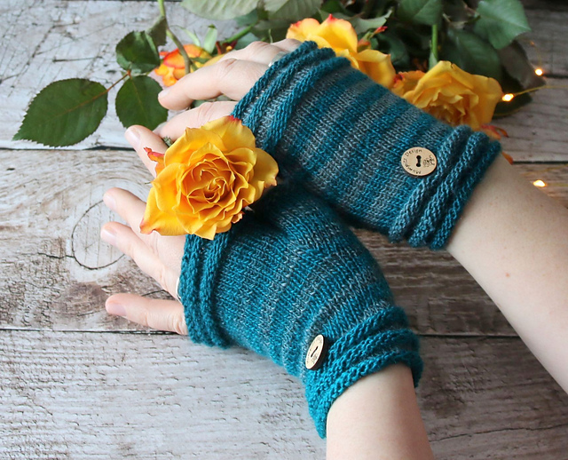 Coziness fingerless mitts knitting pattern