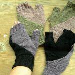 Mrsmumpitz black and white mittens knitting pattern